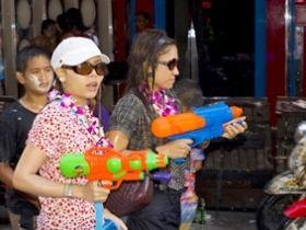 สงกรานต์ 2558 เล่นน้ำสงกรานต์ยังไงให้ปลอดภัย สำหรับผู้หญิง